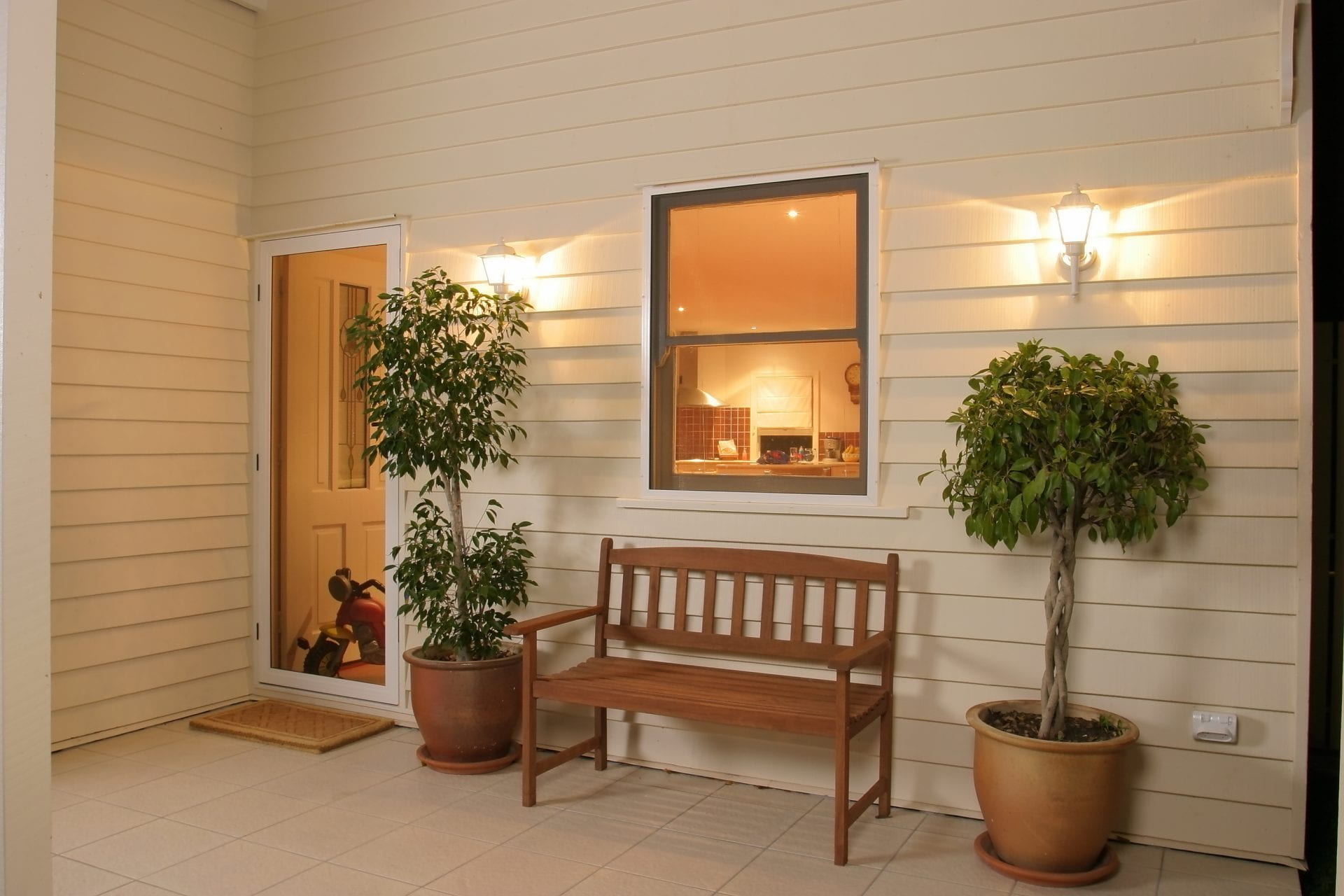 Read more about the article Enjoy Spring with Custom Security Screen Doors